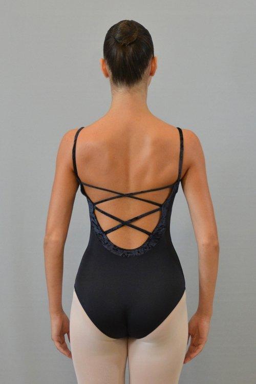 172/C Body con bretelle sottili. Scavo profondo schiena. Incroci decorativi. Parte superiore in ciniglia prodotti    Atelier della Danza