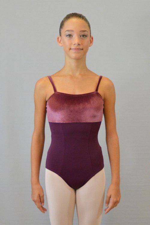 282/C Body con taglio sotto seno. Riprese davanti e dietro. Parte centrale in ciniglia prodotti    Atelier della Danza